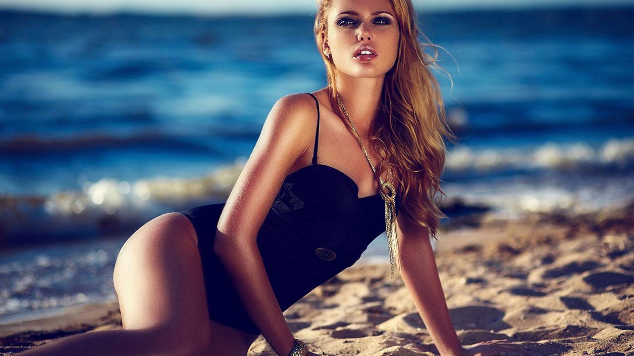 Beauty Models Wallpaper HD screenshot 1